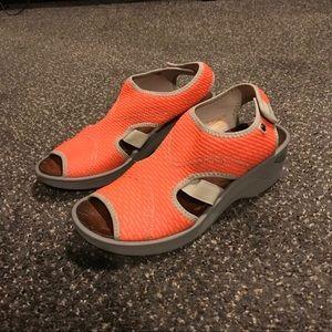 Bzees Sandals Size 10 Women's Wedge Dream Orange
